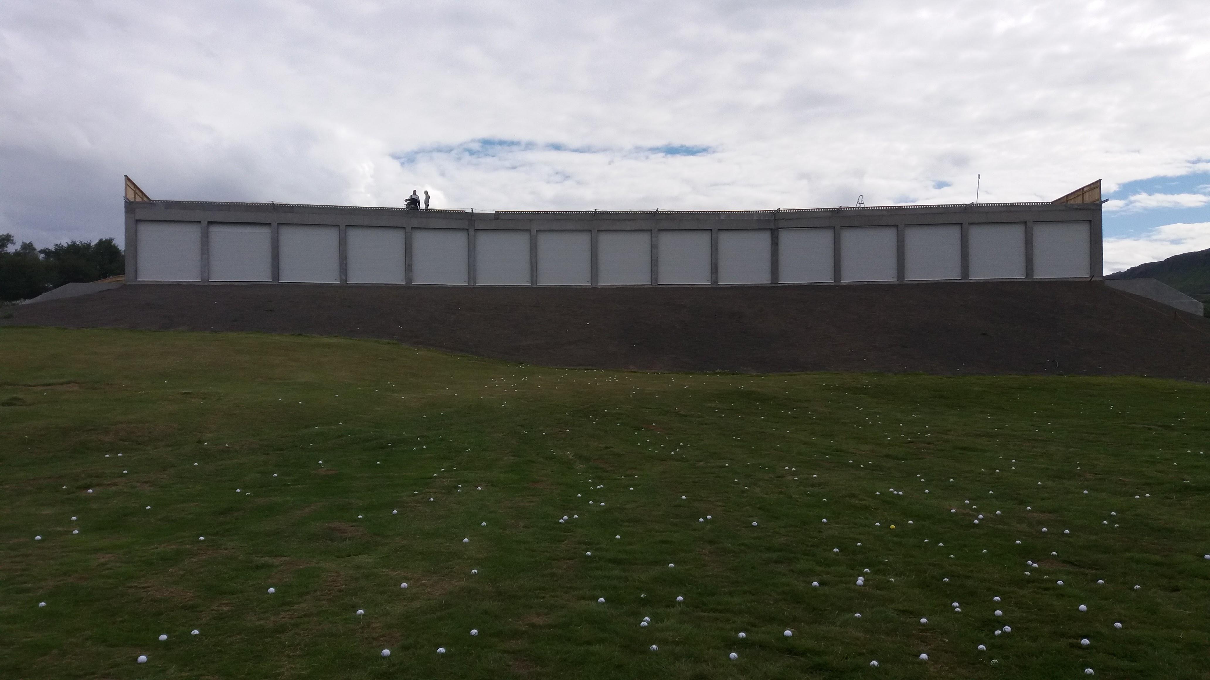 golfskáli iðnaðarhurðir
